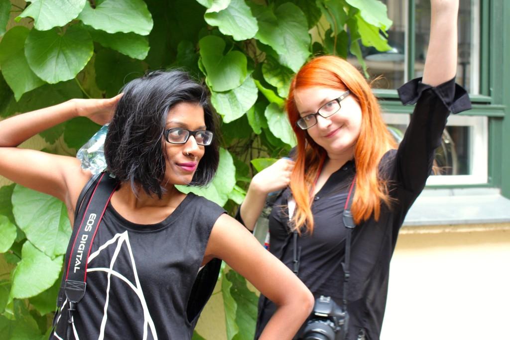 Rhea and Luisa strike a pose