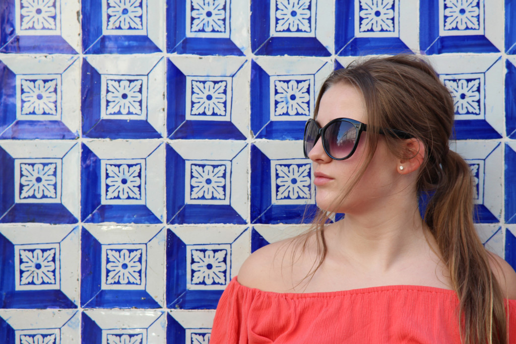 Ellie and the patterns of Lisbon