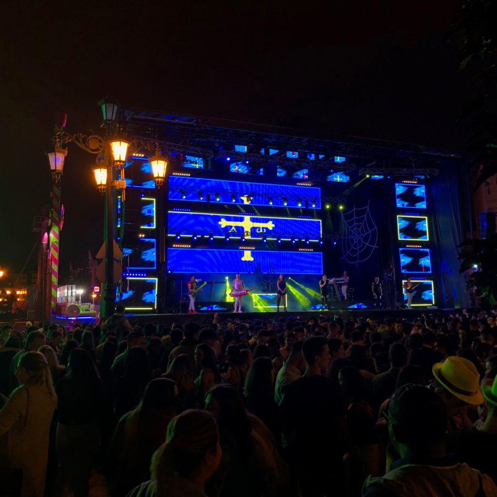 The Asturian flag lights up the stage