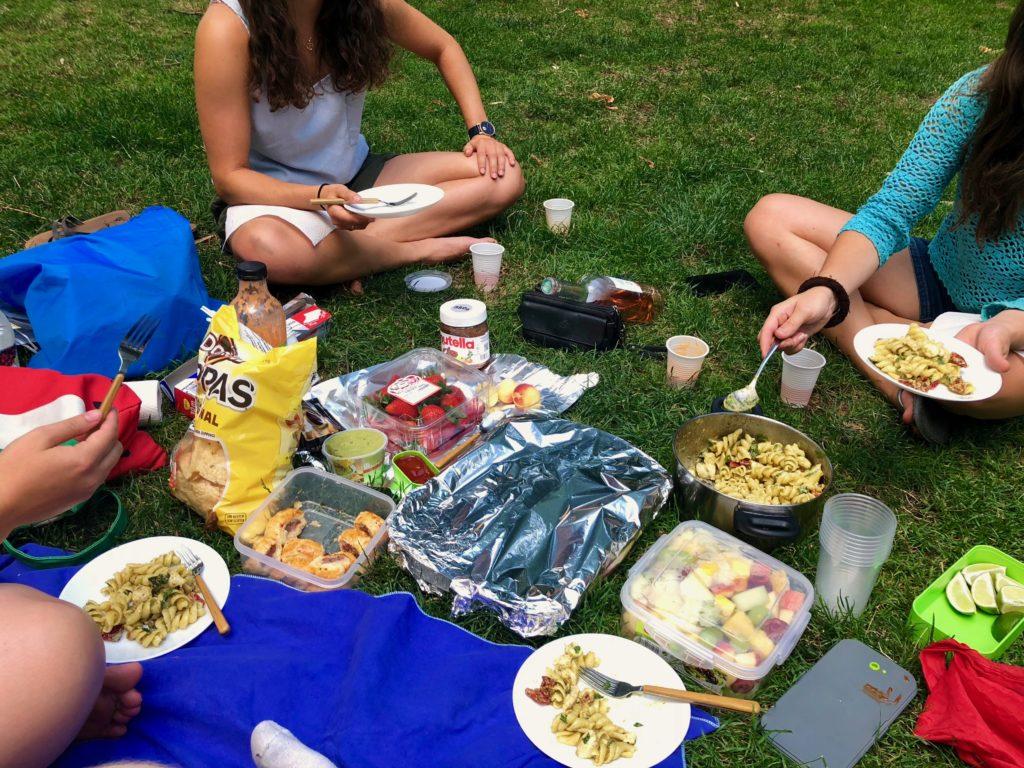 The Cake Club picnic in full swing