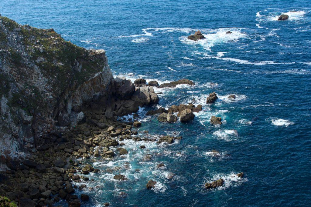 Lookin down into the sea in Cabo de Peñas