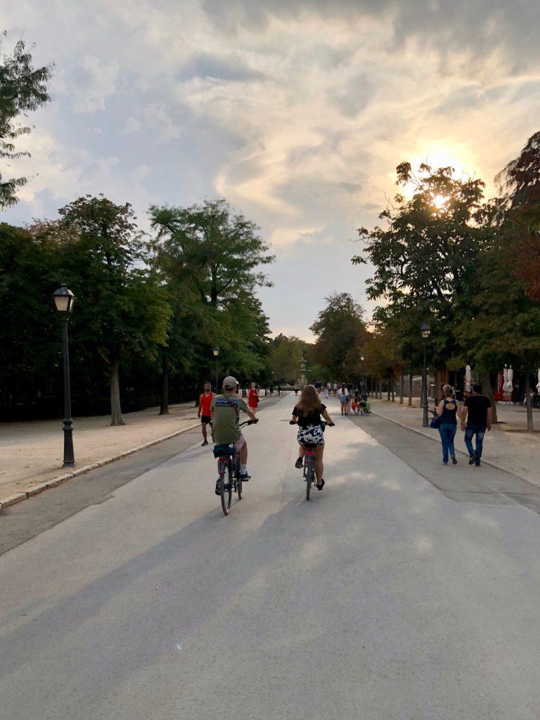 Ellie and Johann cycle through Retiro