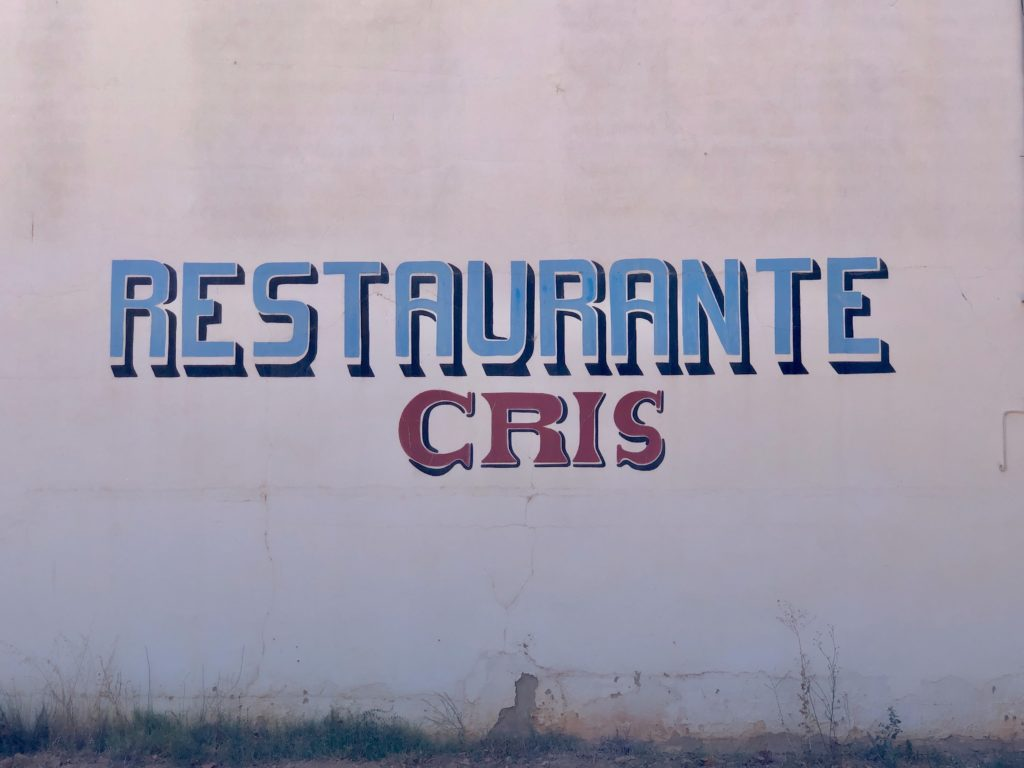 "A handwritten sign reads ""Restaurante Cris""."