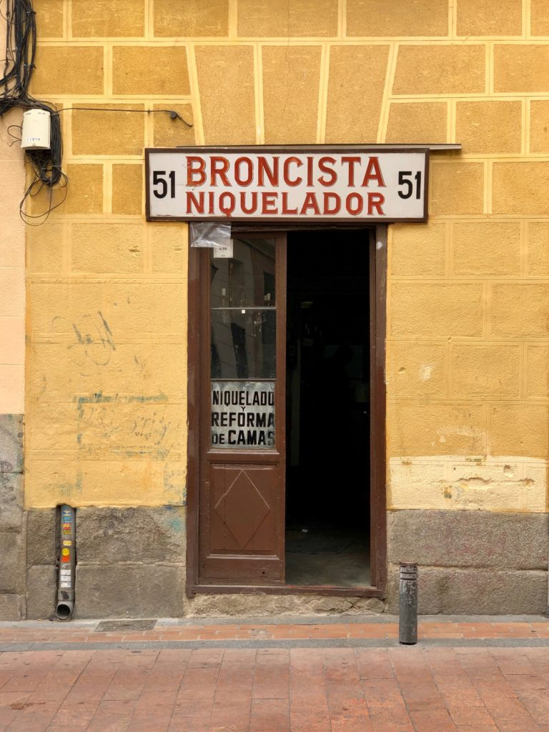 """A sign reading """"Boncista"""" and """"Niquelador""""."""