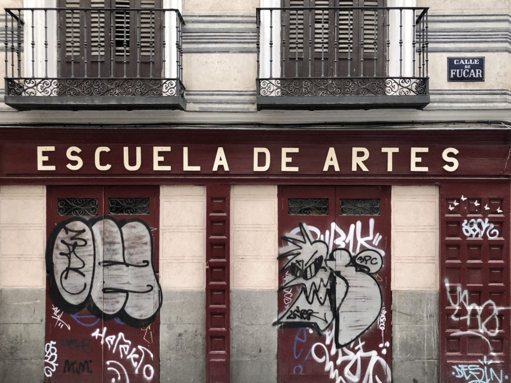 "A sign reading ""Escuela de artes"" (Art School) on a facade in the historic centre of Madrid, Spain."