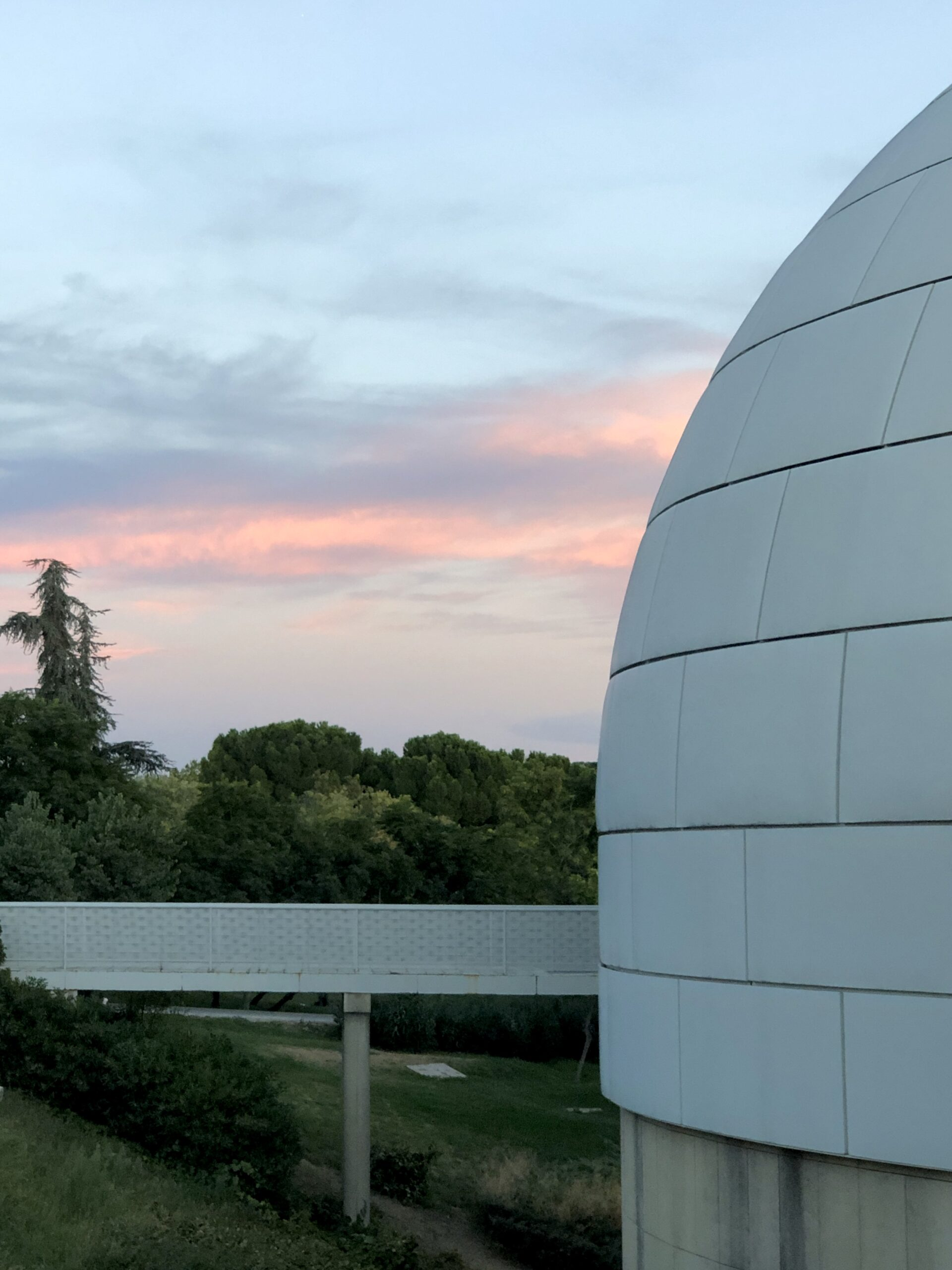 A pink sunset behind the dome of the planetarium in Madrid.